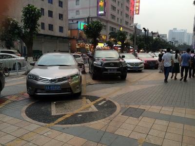 広州駐車場歩道